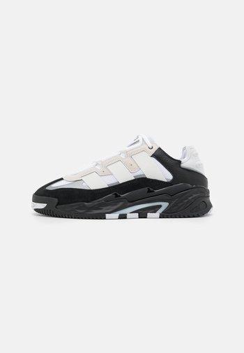 NITEBALL STREETBALL LIGHTSTRIKE - Tenisky - footwear white/core black/silver metallic