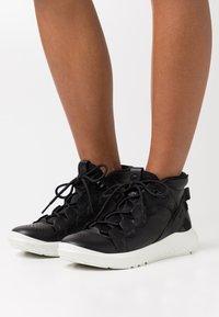 ECCO - ST.1 LITE - Sneakersy wysokie - black - 0