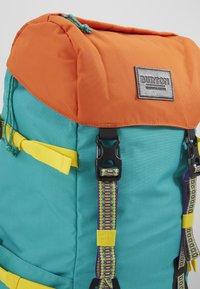 Burton - TINDER  - Sac de trekking - dynasty green - 2