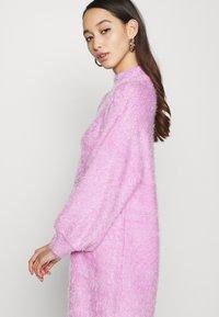 NA-KD - STEPHANIE DURANT - Strikket kjole - pink - 3