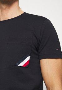 Tommy Hilfiger - POCKET TEE - Basic T-shirt - blue - 5