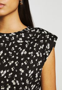 ONLY - ONLPERNILLE SHOULDER DRESS - Jerseyklänning - black - 4