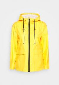 Pieces Petite - PCRARNA RAIN JACKET - Impermeable - empire yellow/silver trim - 4
