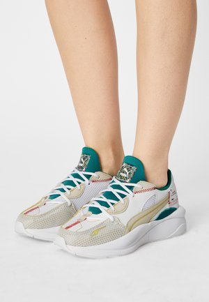 RS CURVE REGENERATE WOMEN'S - Sneaker low - white/birch