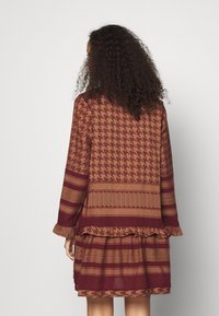 CECILIE copenhagen - EVELYN FRILL DRESS - Day dress - cordovan - 2