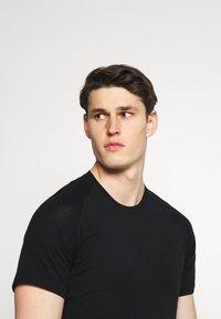Mons Royale - TEMPLE TECH  - T-shirt basic - black - 3