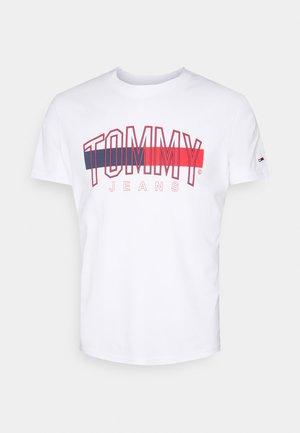 FLAG TEE UNISEX - Print T-shirt - white
