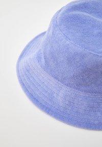 PULL&BEAR - FROTTEE - Hat - purple - 2