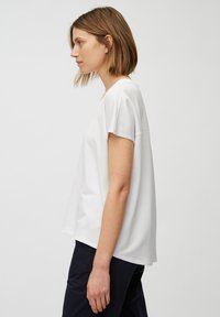 Marc O'Polo - Basic T-shirt - white linen - 3