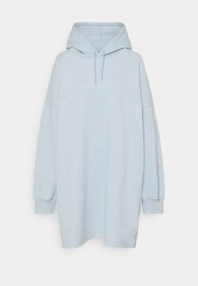OVERSIZED HOODIE DRESS - Denní šaty - blue