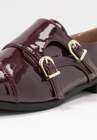 Dorothy Perkins - LIZZIEDOUBLE MONK STRAP LOAFER - Slip-ons - burgundy - 2