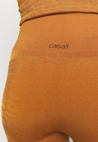 Casall - SHINY ALLIGATOR SEAMLESS - Tights - hazel brown - 3