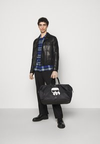 KARL LAGERFELD - IKONIK WEEKENDER - Weekend bag - black - 0
