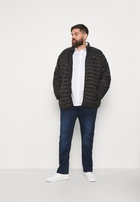 Blend - TWISTER FIT - Straight leg jeans - denim dark blue - 1