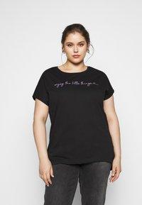 Even&Odd Curvy - T-shirt con stampa - black - 0