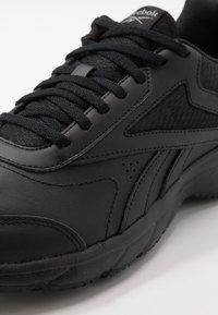 Reebok - WORK N CUSHION 4.0 - Zapatillas para caminar - black/cold grey - 5