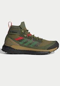 adidas Performance - FREE HIKER BOOST PRIMEKNIT HIKING SHOES - Hikingskor - green - 5