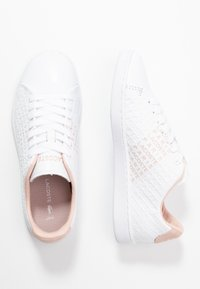 Lacoste - CARNABY  - Sneakersy niskie - white/nat - 3