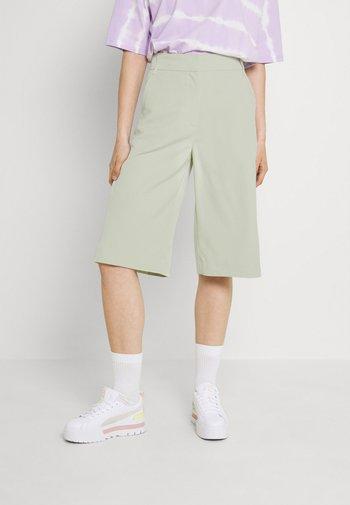 Shorts - green dusty light
