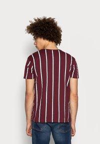 Kings Will Dream - MOFFAT TEE - Print T-shirt - burgundy/white/navy - 2