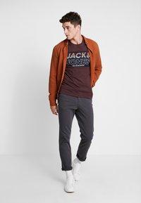 Jack & Jones - JJIROY JJJAMES  - Chinos - asphalt - 1