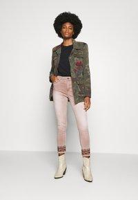 Desigual - AFRI - Skinny džíny - rosa palo - 1