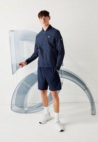 Lacoste Sport - Veste de survêtement - bleu marine / blanc - 1