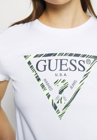 Guess - Print T-shirt - true white - 5