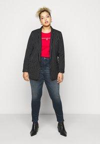 Calvin Klein Jeans Plus - ROUND TEE - Print T-shirt - red - 1