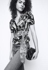 Diane von Furstenberg - ALEXIA  - Printtipaita - black - 3
