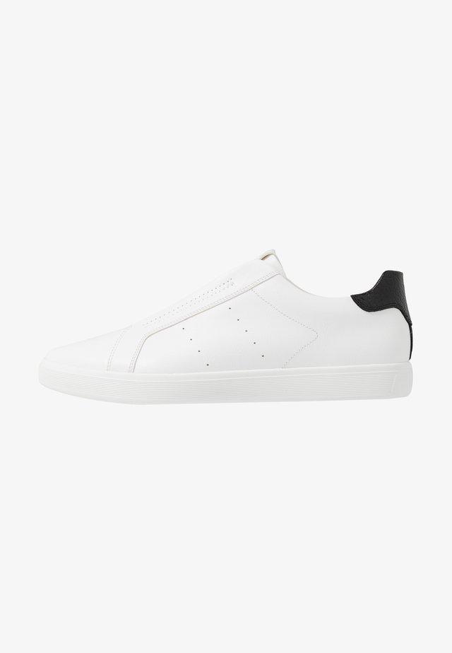 BOOMERANG - Slip-ons - white