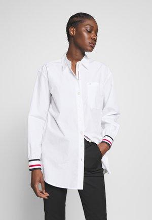 ICON BOYFRIEND - Button-down blouse - white