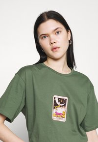 Trendyol - Print T-shirt - khaki - 4
