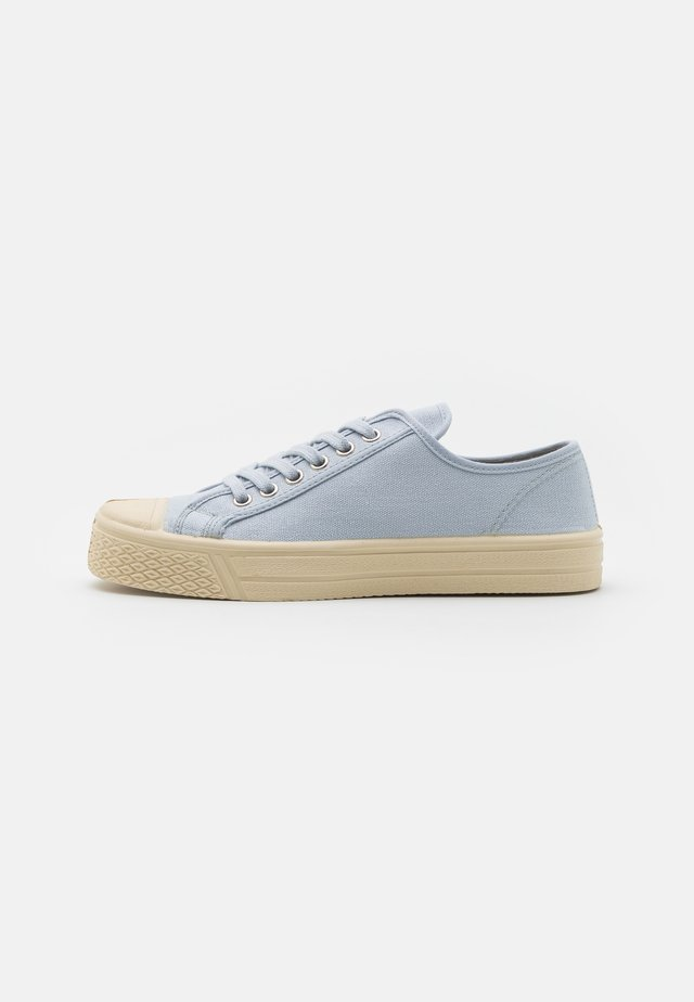 UNISEX - Sneakersy niskie - light blue