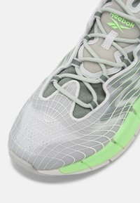 Reebok Classic - ZIG KINETICA II UNISEX - Sneakersy niskie - grey/neon green - 4