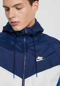 Nike Sportswear - Summer jacket - summit white/midnight navy/battle blue - 3