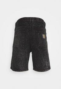 Carhartt WIP - NEWEL PARKLAND - Farkkushortsit - black worn - 6