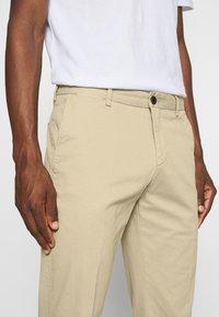 Tommy Hilfiger Tailored - FLEX SLIM FIT PANT - Trousers - beige - 3