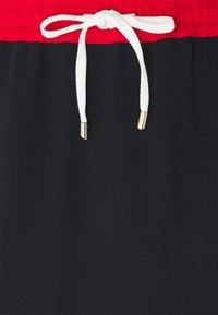 Tommy Hilfiger - FLUID KNEE SKIRT - Pencil skirt - desert sky/fireworks/white - 2