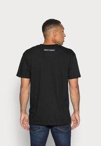 Night Addict - T-shirt imprimé - black - 2