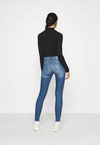 ONLY - ONLCARMEN RAW - Jeans Skinny Fit - medium blue denim - 2