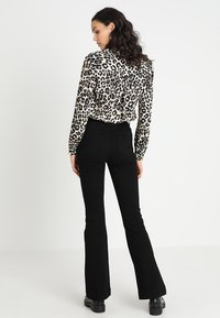 BDG Urban Outfitters - FLARE - Jean flare - black - 2