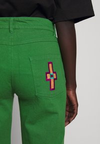 Stieglitz - EVITA PANTS - Flared Jeans - green - 8