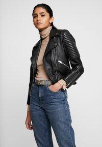Calvin Klein - LOW BELT GIFTPACK - Pásek - black - 1