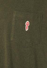 REVOLUTION - LOOSE FIT POCKET - Basic T-shirt - army melange - 5