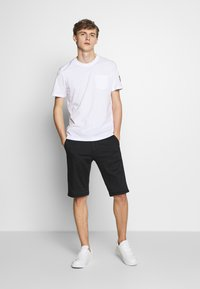 Belstaff - THOM - Basic T-shirt - white - 1