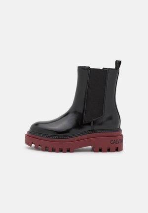 FLATFORM MID CHELSEA BOOT - Platform ankle boots - black /raspberry juice