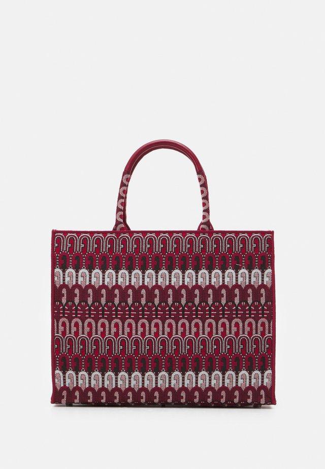 OPPORTUNITY L TOTE - Shopper - toni ciliegia