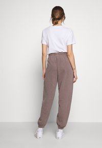 BDG Urban Outfitters - PANT - Jogginghose - chocolate - 2