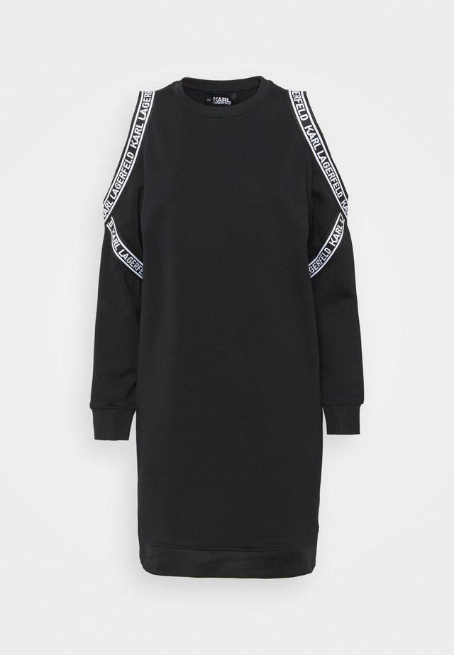 COLD SHOULDER DRESS - Vardagsklänning - black